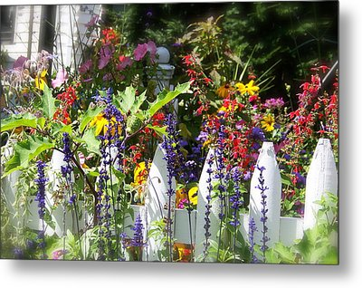 Metal Print featuring the photograph Flowers Of New Hampshire by Robin Regan