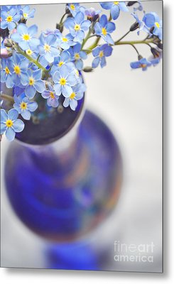 Forget Me Nots In Deep Blue Vase Metal Print by Lyn Randle