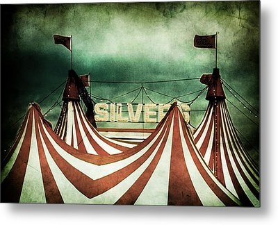 Freak Show Metal Print by Andrew Paranavitana