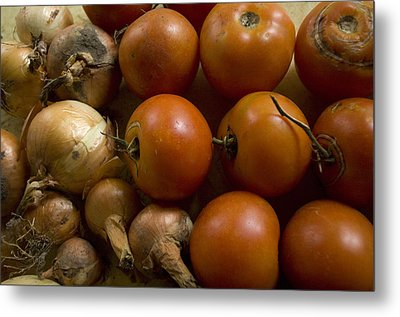 Fresh Tomatos And Onions From A Garden Metal Print by Joel Sartore