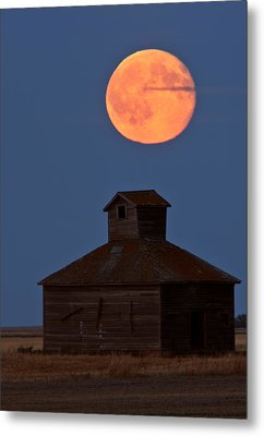 Full Moon Over Old Saskatchewan Barn Metal Print