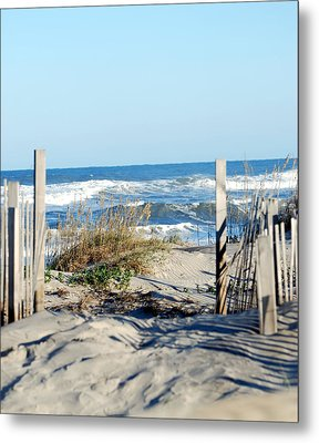 Gateway To The Sea Metal Print by Linda Cox