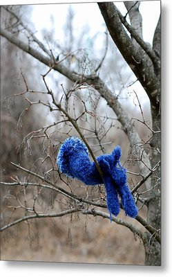 Glove Lost Metal Print by Lisa Phillips
