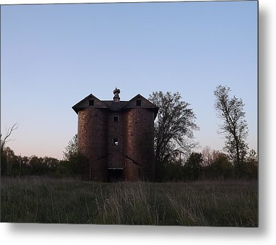 Metal Print featuring the photograph Grand Old Silo by Gerald Strine