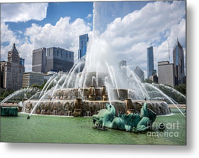 Hdr Picture Of Buckingham Fountain And Chicago Skyline Metal Print