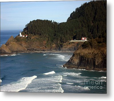 Metal Print featuring the photograph Heceta Head Lighthouse And Lightkeepers House by Glenna McRae