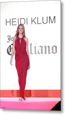 Heidi Klum In Attendance For The Heart Metal Print by Everett