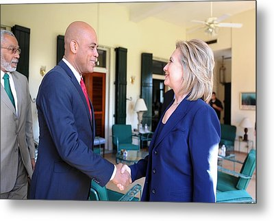 Hillary Clinton Meets With Haitian Metal Print by Everett