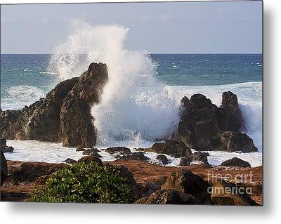 Hookipa Beach Wave 1 Metal Print by Teresa Zieba