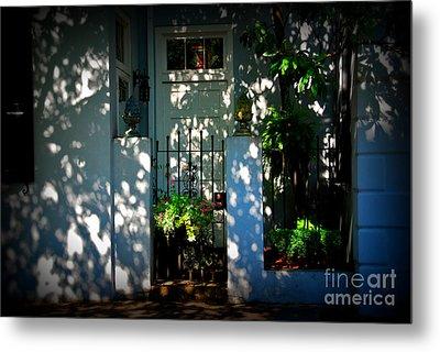 House Door 11 In Charleston Sc  Metal Print by Susanne Van Hulst