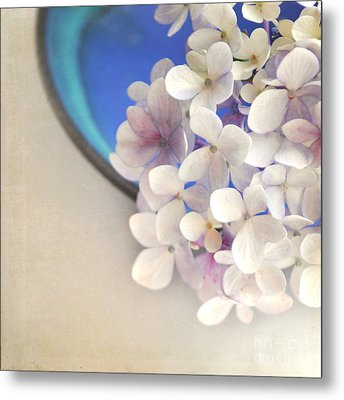 Hydrangeas In Blue Bowl Metal Print by Lyn Randle