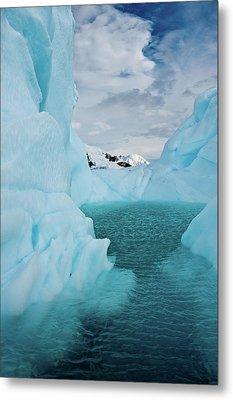 Iceberg Lagoon Metal Print