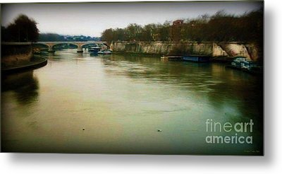 Metal Print featuring the photograph il Tevere in una sera invernale by Mariana Costa Weldon