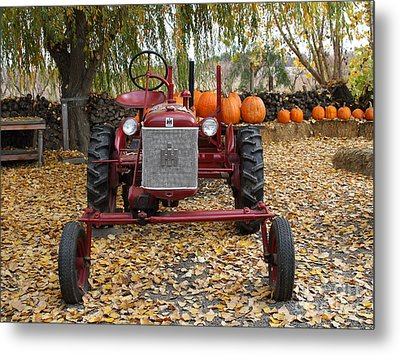 International Harvester Mccormick Farmall Cub Farm Tractor . 7d10305-2 Metal Print by Wingsdomain Art and Photography