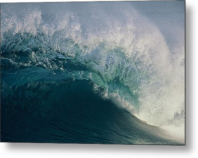 Intricacy In A Wave's Lip Metal Print