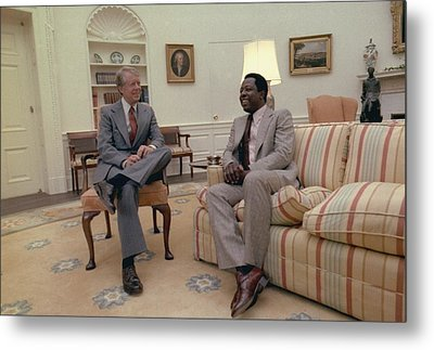 Jimmy Carter Chatting With Hank Aaron Metal Print by Everett