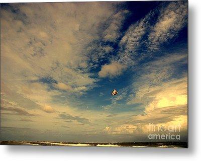 Kite At Folly Beach Near Charleston Sc Metal Print by Susanne Van Hulst