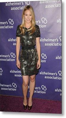 Kristen Bell Wearing A Dress By Sea Metal Print by Everett