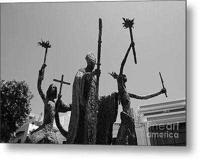 La Rogativa Statue Old San Juan Puerto Rico Black And White Metal Print by Shawn O'Brien
