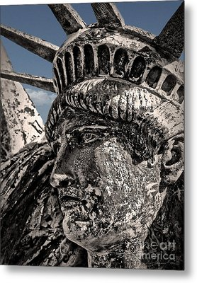 Lady Liberty Metal Print by Danuta Bennett