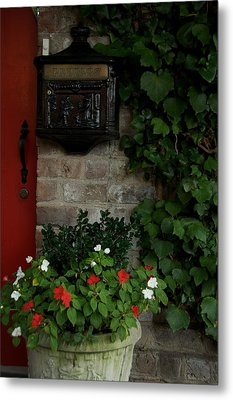 Letters From Savannah Metal Print by Leslie Lovell