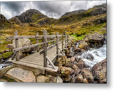 Llyn Idwal Bridge Metal Print by Adrian Evans