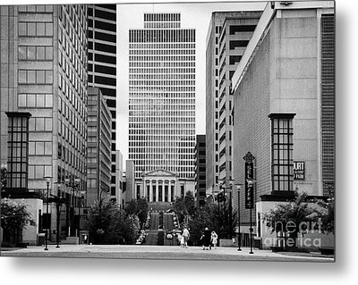 Looking Up Deaderick Street Towards War Memorial Plaza And The William Snodgrass Tennessee Tower Metal Print by Joe Fox
