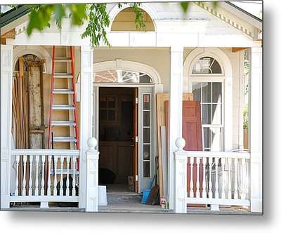 Metal Print featuring the photograph Lots To Do In Fredericksburg by Mary McAvoy