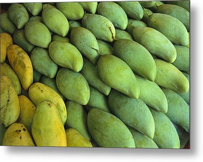 Mangoes Sold At A Market Metal Print by Todd Gipstein