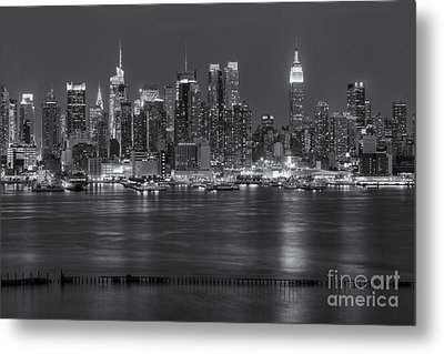 Manhattan Twilight Vii Metal Print by Clarence Holmes