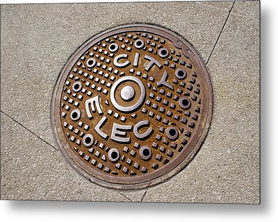Manhole Cover In Chicago Metal Print by Mark Williamson