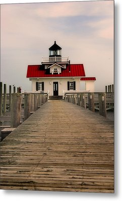 Metal Print featuring the photograph Manteo Lighthouse by Cindy Haggerty