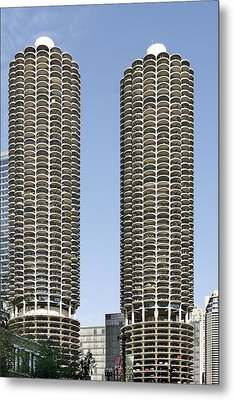 Marina City Chicago - Life In A Corn Cob Metal Print