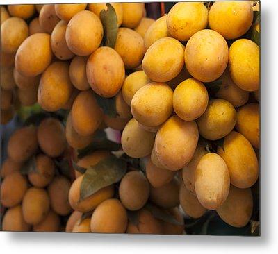 Market Mangoes Metal Print by Zoe Ferrie