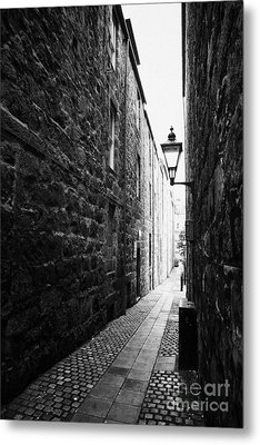 Martins Lane Narrow Entrance To Tenement Buildings In Old Aberdeen Scotland Uk Metal Print by Joe Fox