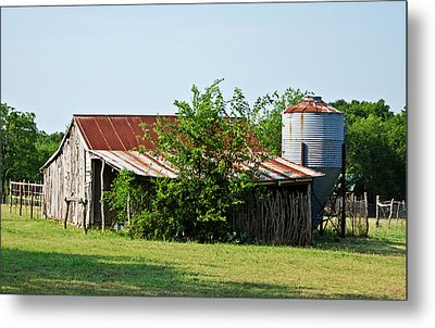 Middle Barn Metal Print by Lisa Moore