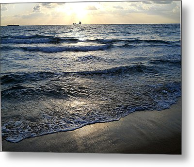 Metal Print featuring the photograph Morning Surf by Clara Sue Beym