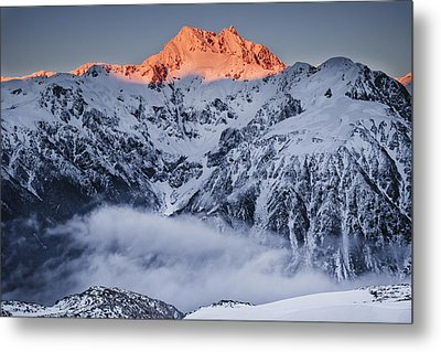 Mount Rolleston In The Dawn Light Metal Print by Colin Monteath
