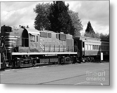 Napa Valley Railroad Wine Train Locomotive In Napa California Wine Country . Black And White . 7d899 Metal Print by Wingsdomain Art and Photography