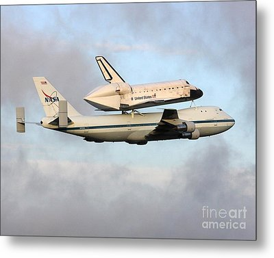 Metal Print featuring the photograph Nasa's Old Reliable - N905na by Alex Esguerra