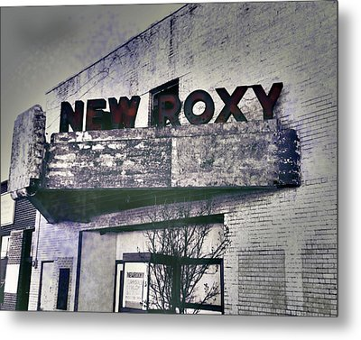 Metal Print featuring the photograph New Roxy Clarksdale Ms by Lizi Beard-Ward