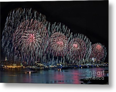 New York City Celebrates The 4th Metal Print by Susan Candelario