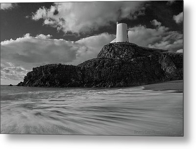 Metal Print featuring the photograph Niwbwrch Lighthouse by Beverly Cash