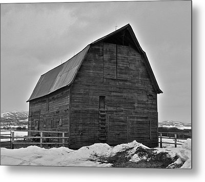 Metal Print featuring the photograph Noble Barn by Eric Tressler