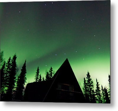 Northern Lights Liven Under The Dipper Metal Print by John Aldabe
