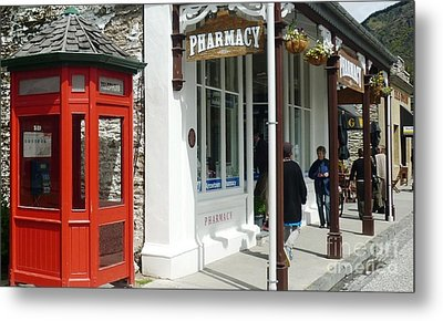 Nostalgia In Arrowtown Metal Print by Therese Alcorn