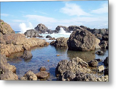 Metal Print featuring the photograph Ocean Tide On The Rocks by Cheryl McClure