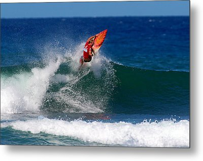 Off The Lip Metal Print by Paul Topp