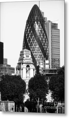 Old And New In London Metal Print by John Rizzuto