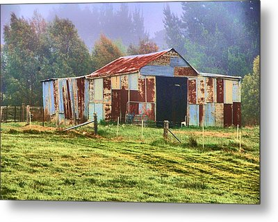 Old Barn In The Mist Metal Print